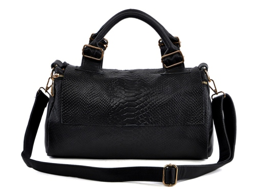 Kode: TS12741 Black Warna: Hitam Size: 36x20x17cm Bahan: Kulit Asli (Genuine Leather)+ High Quality PU Harga : Rp 395.000