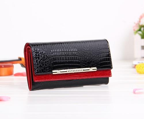 Rp 285.000 Size: 19.5x10x2.5cm Kode: 83005 Hitam Merah Bahan: 100% Kulit Asli Jenis: Dompet (tidak ada tali panjang)