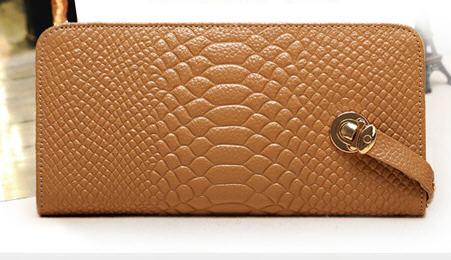 Rp 165.000 Kode: 83012 Coklat Size: 21x10.5cm Bahan: Kulit Asli Taling Panjang: Tidak ada