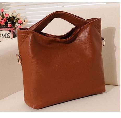 Kode: 30290 Brown Warna: Coklat Size: 38x33x10cm Bahan: High Quality PU leather Harga: Rp 295.000