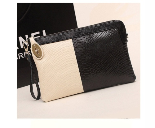 Kode: 40252 Warna: Putih Hitam Size: 29x21x2cm Bahan: Kulit Asli 100% (Genuine Leather) Harga: Rp 350.000