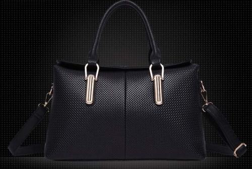 Kode: TS4043 Hitam Size: 37x22x12cm Warna: Apricot Bahan: Kulit Asli (Genuine Leather) + High Quality PU Harga: Rp 425.000