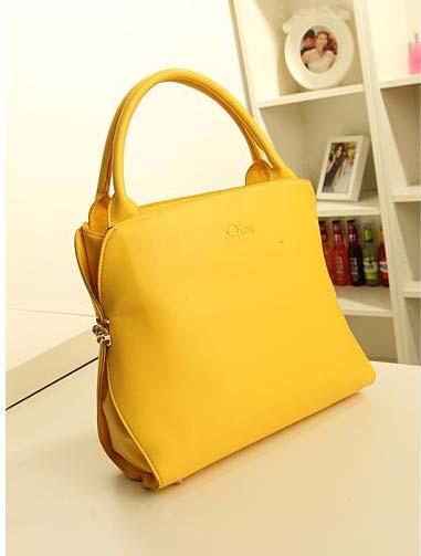 Kode: 30241 - Kuning Size: 34x26x11Cm Warna : Pink Muda Bahan : High Qualtiy PU Leather Harga: Rp 325.000
