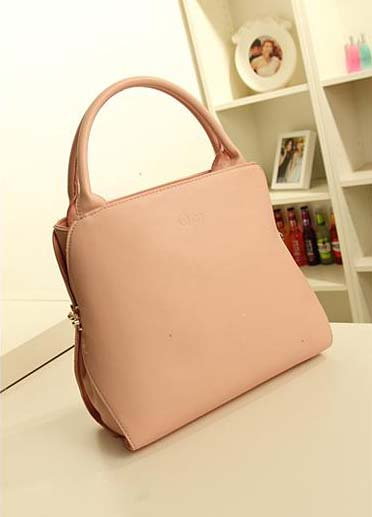 Kode: 30241 Size: 34x26x11Cm Warna : Pink Muda Bahan : High Qualtiy PU Harga: Rp 325.000
