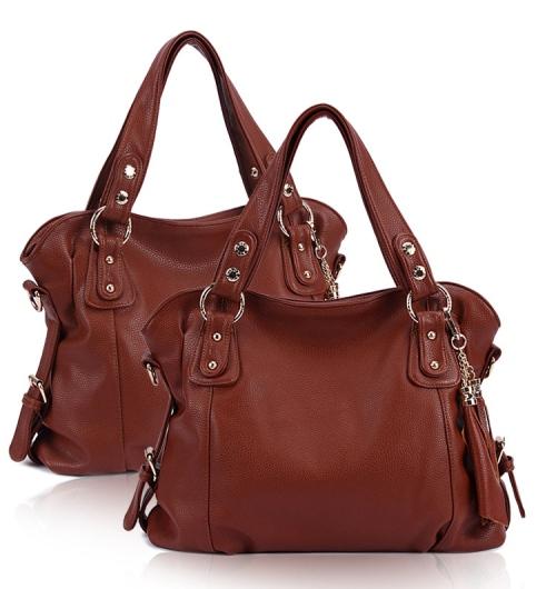 Rp 265.000 Kode: TS007 Size: 34x30x10cm Bahan High Quality PU Warna: Coklat Tali Panjang: Ada