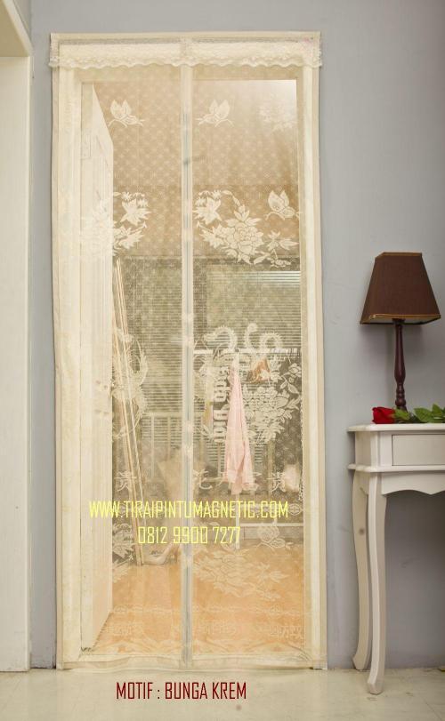 Size : 95x210 Motif: Bunga Warna: Krem